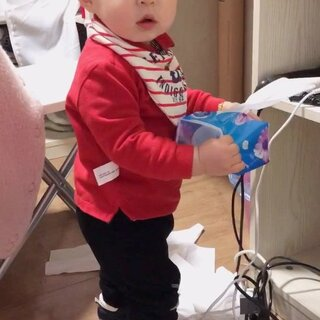 #宝宝##余额宝的日常# 解锁新姿势抽纸巾😂12个月14天