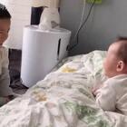#宝宝##蔚宝和妹妹#哥哥放学回来了,这给她高兴的😄😄😄