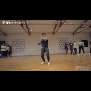 """小黑老师@HYC黑 现代舞编舞《La La Latch-Pentatonix》""""他的舞蹈更多的是感情的带入,整个人都投入到舞蹈里面!""""#舞蹈##美拍原创街舞大赛##我要上热门@美拍小助手#"""