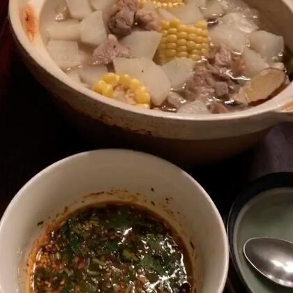 #萝卜排骨玉米汤锅##宝宝#做了一个我最爱的汤锅,老粉儿肯定都知道这道菜!最主要的就是这个蘸料!好不好吃就看这个汤锅蘸料了!昨天做完吃了一大锅,没吃米饭,就萝卜排骨就吃饱了,今天再教大家一下蘸料做法😍过几天我的空了再做个水煮肉,很想吃😜