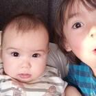 #宝宝##兄妹俩的美好时光##荷兰混血小小志&柒#对于小志哥哥的搞怪小柒妹妹内心是无奈的...
