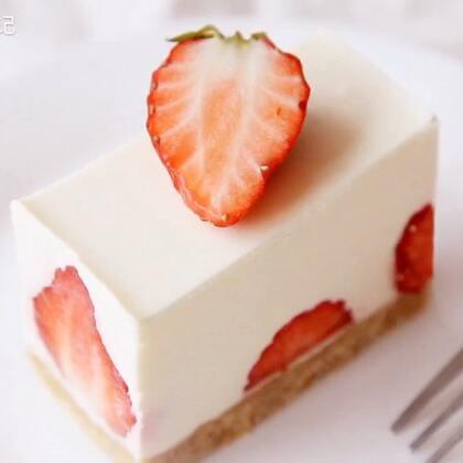 草莓季来了,做个简单貌美的草莓生乳酪慕斯蛋糕,虽说现在一年四季都有草莓,但这个时候的草莓是最好吃的,新鲜又便宜,酸甜可口再加上浓浓的奶香,每一口都超级满足,关注+转评赞送一箱苹果#美食##甜品#