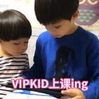 步步也快十岁了,英语口语一直不是很好,眼看别人家的孩子都说的很溜了,我们也很着急。自从有了VIPKID就放心多了,步步每天和VIPKID外教交流,不仅能学纯正美式英语,就连年年也想学。推荐你家娃也来试试吧,点这里免费领取试听课http://activity.vipkid.com.cn/signup?channel_id=14748340&sourceId=1073048 【周末福利】转评赞中抽5人,送VIPKID公仔一个。
