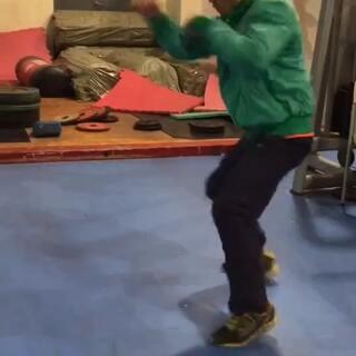 #拳击##运动##健身#快速短勾拳直拳击练习,手脚要协调,没别的,就是一个字!快!快!快!!