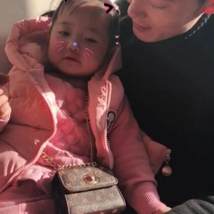 #宝宝##热门#希希手上起一堆小痘痘,带她去医院看看,出门之前吟诗一首哈哈