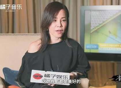 彭佳慧跟我们说,她想念25岁的自己,你会想念什么时候的自己?#明星##音乐#