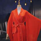 【小姐须知】#我要上热门##穿秀#睡袍到底是不是舶来品呢?不同于秀场后台的粉色睡袍,看东方小姐姐是如何用一件睡袍打造成为女神呢!