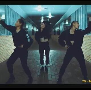 超劲爆#电音舞#,也就默默地看了五遍而已。。。#舞蹈##运动#