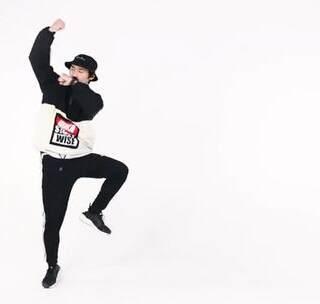 #王嘉尔Papillon#原创编舞,来自南京Cross Crew的Seven老师帅气编舞,小伙伴们还不来速速打Call,更有完整版#舞蹈教学#在跳跳app上可以观看哦,赶紧学起来吧!#我要上热门#