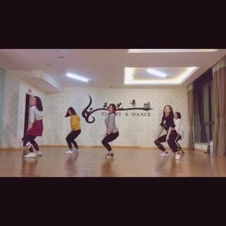 #运动##成人爵士舞蹈##广汉天艺舞蹈# 就来和小姐姐一起跳~