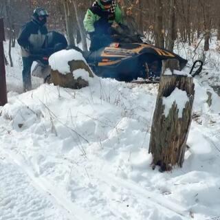 每年下雪的乐趣,就是骑雪地摩托!翻山越岭,丛林小经~🇺🇸🇺🇸🇺🇸#精选##运动##热门#