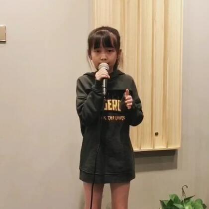 唱一首 👉阿楚姑娘👈 给大家听🎤🎤 谢谢李老师的指导@臉帝😊😊 你们喜欢吗😄😄#音乐##宝宝##美拍里的天籁童声#