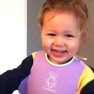 这魔性笑声也是醉了……#宝宝##萌宝宝##混血宝宝##安娜2岁3个月#