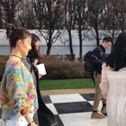 @王丽坤 在Dior 高订秀场,彩色毛衣搭配裤装,干净利索又很抢眼~