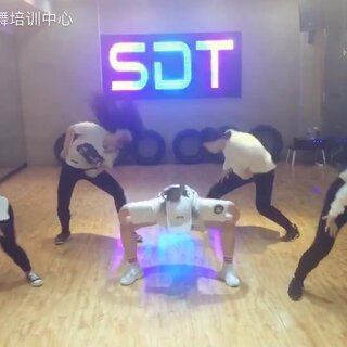 今天为大家带来的是#bts - not today##舞蹈# 这是一个很累的舞啊……各种飞起跳,爆发力不好的勿试!感觉小姐姐们要上天了。#我要上热门@美拍小助手#
