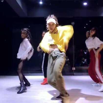 寒假班第一期我的JAZZ FUNK视频出来了音乐是:#anaconda#💪️第一次尝试这种类型的编排!排得不是很好,不过还是要保存住!这支舞想要选好看的封面真难#倩儿编舞#@广州Meg#爵士舞#aSoul舞蹈培训