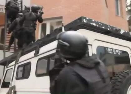 """阿尔法部队在苏联时期确实无愧于其反恐""""铁拳""""的称号,1979年首战顺利解决身带炸弹潜入美国使馆的一名恐怖分子,20世纪80年代,阿尔法在苏联境内解决多起恐怖袭击事件。#特种部队##苏联##俄罗斯#"""