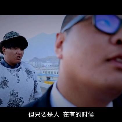 #搞笑段子#人在屋檐下不得不低头,摄影后期:@Arinas光哥摄影后期 @Qing光哥摄影后期助理 演员:@艺术的力度〢゛🔥 (我们负责搞笑,你们负责点赞)