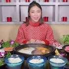 寒冬里最有乾坤的汤锅—猪肚鸡汤锅,8款蘸碟搭配,好吃到飙方言!#大胃王朵一##吃秀##美食一朵朵#