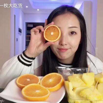 #吃秀#最近是因为盛产凤梨和蓝莓吗?怎么这么便宜?😁@美拍小助手