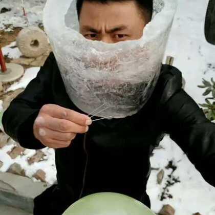 牛人挑战飞针穿冰桶👍️厉害了#冰桶挑战##飞针穿玻璃##运动#