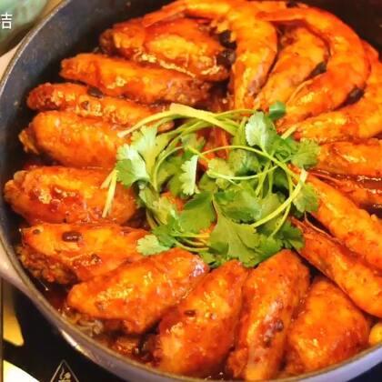 #爱美私房菜#快过年了,年夜饭菜谱该准备起来【三汁焖锅】在家就能做的美味料理,不仅味道鲜美,也是可以登上大雅之堂的一道美食,味道绝对不输给饭店的焖锅!这是一道可以按自己口味混搭的美食,可以放肉,海鲜,各种蔬菜,基本可以满足所有人的口味#美食#转+赞+评中抽一位送200元高品质耳机💗