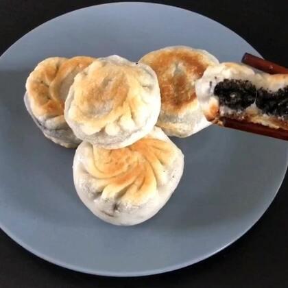 #芝麻核桃红糖糯米饼#核桃可以换成花生,也很好吃,不过我还是喜欢核桃……大概因为核桃补脑吧😂#自制美食#