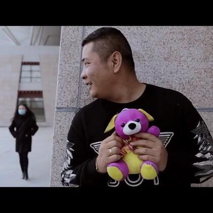 """#搞笑段子#西藏版""""转角戴绿帽""""😂摄影后期:@Arinas光哥摄影后期 演员:@Oz.光哥助理兼演员 @山本兮爷📿 @Qing光哥摄影后期助理 @石头.光哥工作室演员 (我们负责搞笑,你们负责点赞)"""