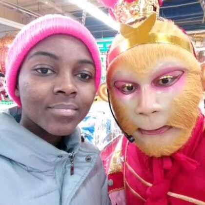 猴哥超市偶遇非洲美女 猴哥666 没毛病 😂😂😂😂😂😂 美女普通话说的好 👍👍👍👍👍👍