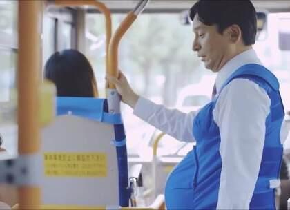 【暖心视频】 日本一市长体验了几周孕妇生活,亲身感受到了当妈妈的不容易。没想到一个大男人撑着一个大肚子也会得到社会的帮助,😂 真得太暖了,天底下每一个妈妈都不容易呀~😊 #外国视频精选#