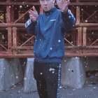【今日最好玩】酷炫的#时空控制术#只有大片有?那就错了!现在再也不用眼巴巴羡慕大片里可以控雨控雪了!用@MixV 伸手就能控制时空,不会有人比你更酷了!😍下载地址:https://www.mixvvideo.com/campaign/meipaikongyu,快来体验吧!👏