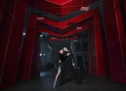 #拉丁舞#郭锐和钟鹏老师的双人拉丁编舞,撩人的舞蹈,简直把这个黑夜炸翻啦,日常虐狗走一波~年前优惠进入倒计时阶段啦,还在观望的宝贝抓紧时间咯~咨询#舞蹈#微信:danse120