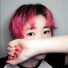 重新给自己染了个粉色 这个颜色太骚气了吧???!!! 活脱脱一个火烈鸟 我还要出去玩这让我怎么见人啊!