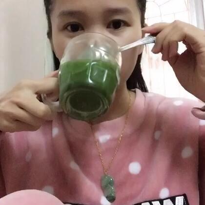 #吃秀##我要上热门#起太晚了不想吃早餐了,就喝杯青汁代替吧