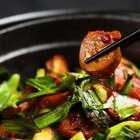 #食谱# 脆嫩下饭的【豆瓣酱烤杏鲍菇】,挽救你的手残!只要把杏鲍菇切片,和豆瓣酱拌在一起再放进烤箱就可以辣! #家常菜##美食#