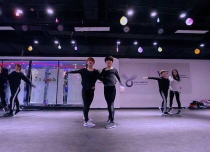 #舞蹈##抒情爵士舞#【欲非舞蹈】百人一线强化班千寻JAYA导师随堂#薛之谦 - 一半#都说能听得懂演员是经历过,能听得懂一半是真爱过,千寻老师编舞的《一半》用舞蹈动作感情去诠释这首歌!你看懂了吗?好喜欢如此走心的抒情爵士!你们喜欢吗?🎈🎈