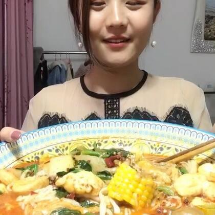 高估了自己的饭量,不过剩的不多,消化会继续吃!你们爱吃火锅或者麻辣烫吗,我百吃不厌!#吃秀#
