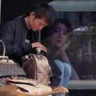 杭州90后小伙每天站在街上就能经手几十万?姑娘说没他不行!