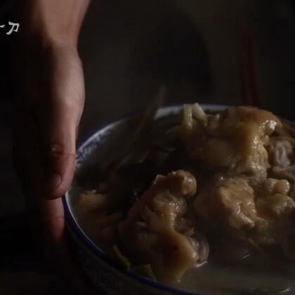 煮了个猪蹄,本来想放芸豆来着,在集市上逛了半天也没找到,只好买了点海带一起炖了,嗯,味儿还不错。#美食##我要上热门#