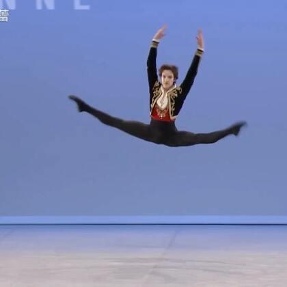 """#芭蕾#第46届洛桑比赛金奖和努里耶夫基金会特别大奖得主 17岁的Shale Wagman Shale Wagman,加拿大籍。 他在14岁那年参加了美国青少年芭蕾大赛(YAGP)纽约决赛,也正是在那次比赛上,他获得Academie de Danse Princesse Grace"""" 的全额奖学金,开始了正规的芭蕾训练。😊#舞蹈##芭蕾舞#"""