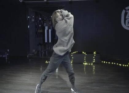 毛毛老师@陆毛仔 的最新作品干净细腻!喜欢毛毛老师的快来@嘉禾舞社西安未央店 找她学吧!#舞蹈##嘉禾舞社#