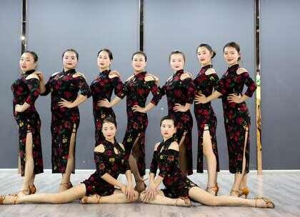 #拉丁舞#女人花摇曳在红尘中,女人花随风轻轻摆动。张紫璇老师原创拉丁舞《#女人花#》,学员们演绎经典,绽放无限魅力。咨询#舞蹈#微信:danse68