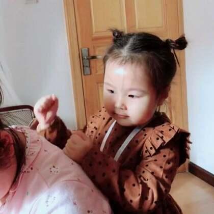 看小姨喂奶辛苦给她捶背,知感恩!小姨没白疼你😘😘#宝宝##宝妞宝##萌宝宝#
