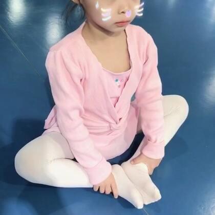 #芭蕾##芭蕾舞##舞蹈教学#初学者糖糖示范😘4-5岁芭蕾假期作业。