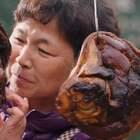 农村大妈拿手绝活做酱猪蹄, 肥而不腻又入味, 成年夜饭压轴大菜#二更视频##美食##我要上热门#