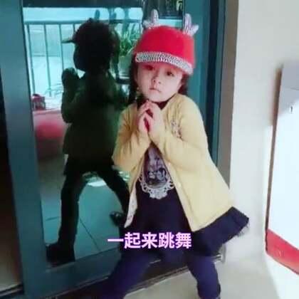 Eva自己在家跳起来,多动动!真的长大了🌹💁♀️#宝宝##宝宝跳舞##精选#