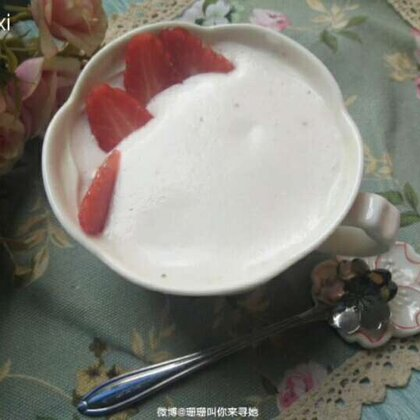 牛油果奶昔&草莓奶昔,最简单的做法,最简单的美味。近5个月没有拍摄美食视频了,用简单的懒人美食来慢慢享受过程吧。#美食#