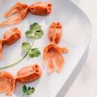 """春节讲究吃鱼,代表""""年年有余"""",春节餐桌上也少不了饺子有""""更岁交子""""之意。把过年的饺子做成鱼型蒸饺,在辞旧迎新之时,年年有余,蒸蒸日上,喜庆吉祥。#美食##吃秀##吉祥年菜#"""