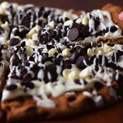 春节来啦!家人朋友聚餐吃什么好呢?👑👑法式鸡肉披萨,巧克力披萨,满足不同口味🍻🍻#美食##我要上热门##半夏食谱#