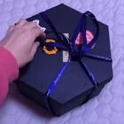 看看别人家收到的情人节礼物,然后再想想自己。。😶